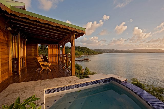 Waters Edge plunge pool